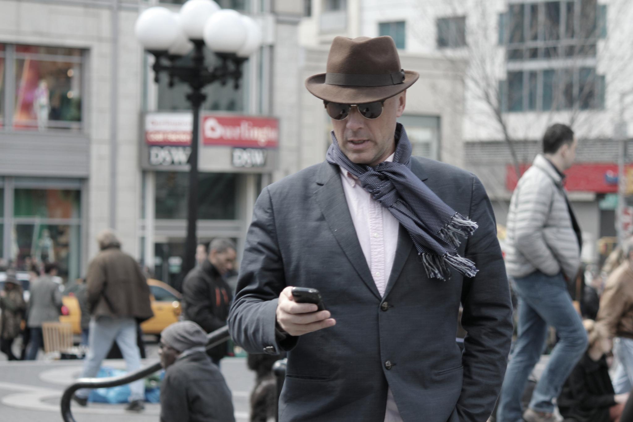 Comment porter un foulard homme de fa on moderne - Comment porter un foulard ...