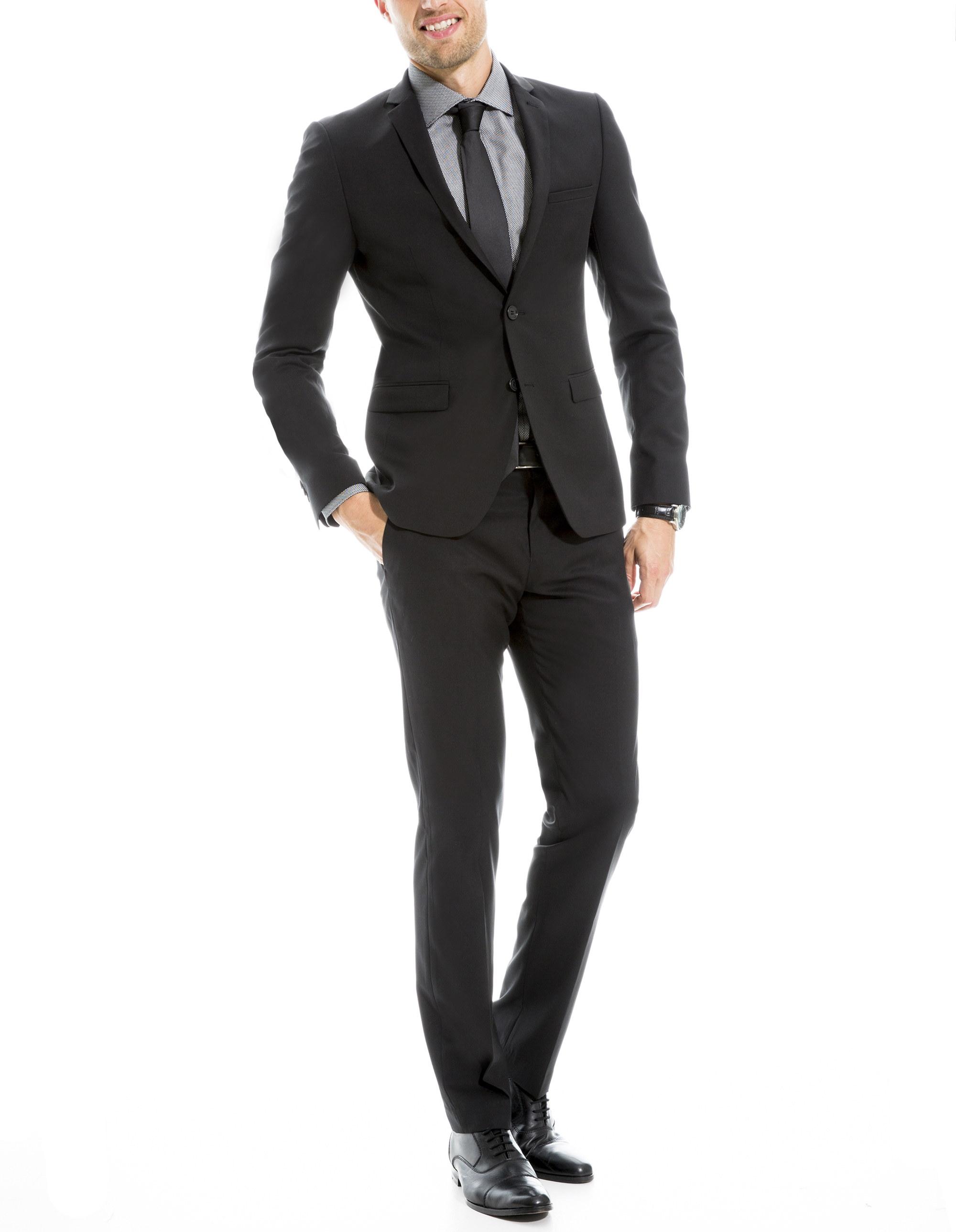 Costume noir, en toute circonstance\u2026