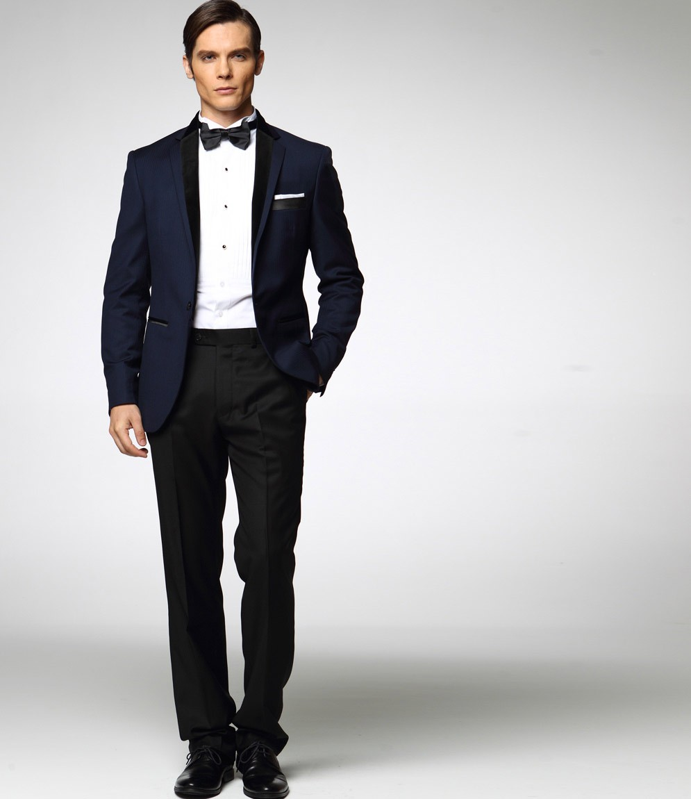costume bleu marine pour tre l 39 aise. Black Bedroom Furniture Sets. Home Design Ideas